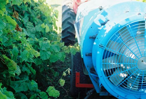 Nozzle Selection and  Calibration for Vineyard  Sprayers (1 credit)